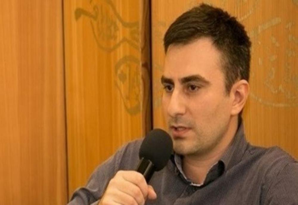 PORTRET de scriitor contemporan: Andrei Panțu. Sau cum ne uităm la PREZENT prin lentilele literaturii