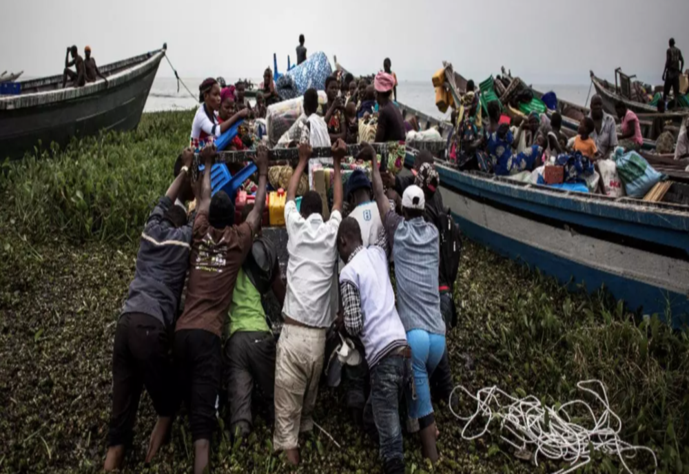O barjă ce transporta peste 700 de persoane a eșuat pe râul Congo. Cel puțin 60 de morți și 240 de dispăruți