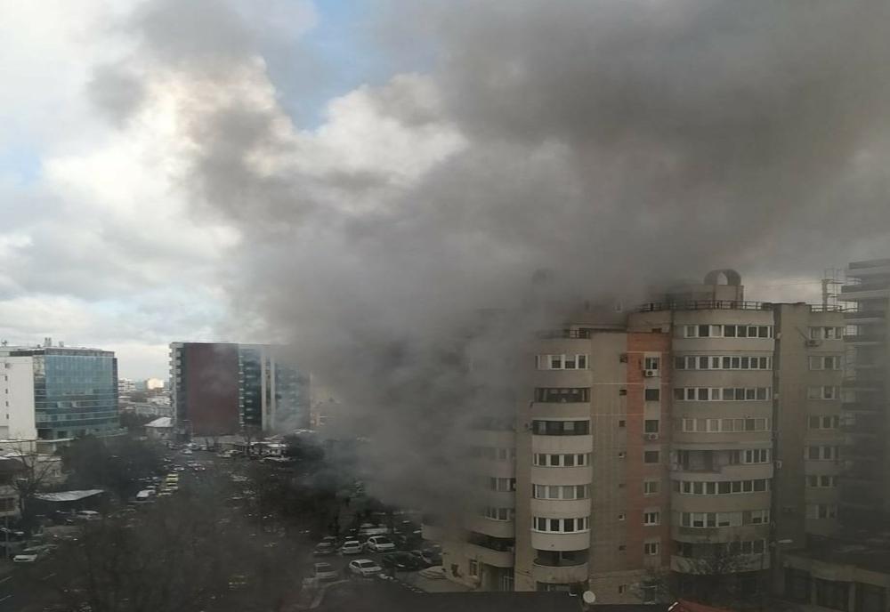Incendiu puternic într-un apartament de pe bulevardul Mamaia. O femeie a căzut de la balcon
