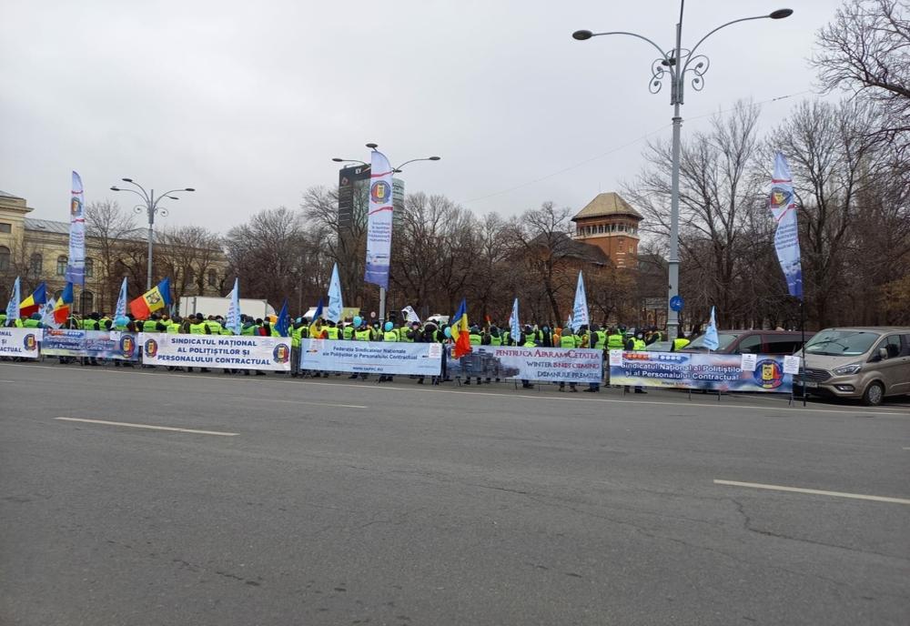 Nou protest al angajaților din Poliție – Ei pichetează Palatul Victoria și cer guvernanților să respecte legea aflată în vigoare
