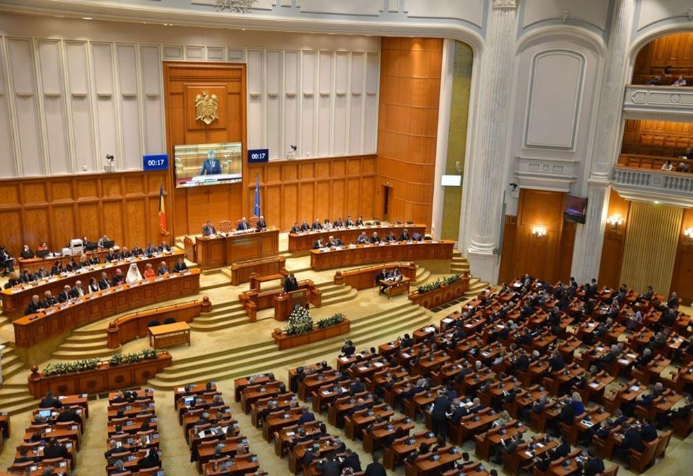 Eliminarea pensiilor speciale pentru parlamentari, amânată din nou
