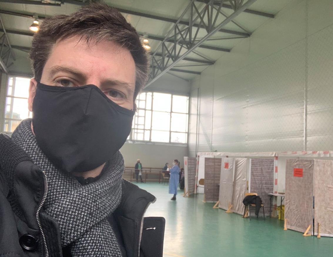"""De ce s-a vaccinat Andrei Caramitru la Suraia-Vrancea, locul unde n-au loc """"chefliii"""" Oprișan și Misăilă"""