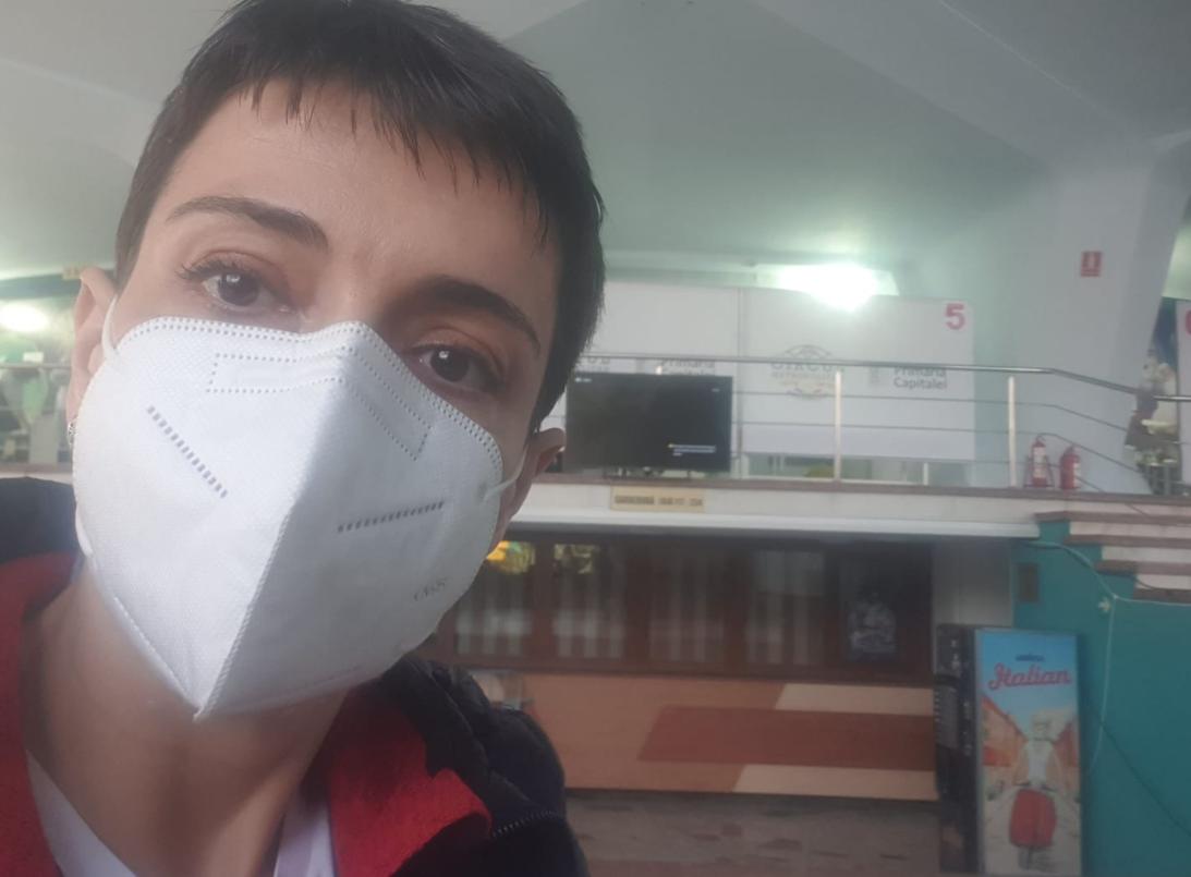 Mărturia emoționantă a ziaristei operate de tumoare pe creier care s-a vaccinat cu serul AstraZeneca