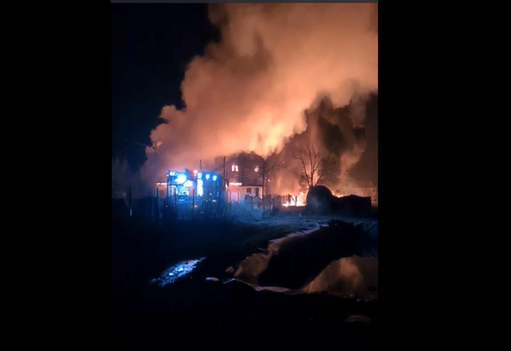 Incendiu violent la o fabrică de produse din țiței din Prahova- VIDEO