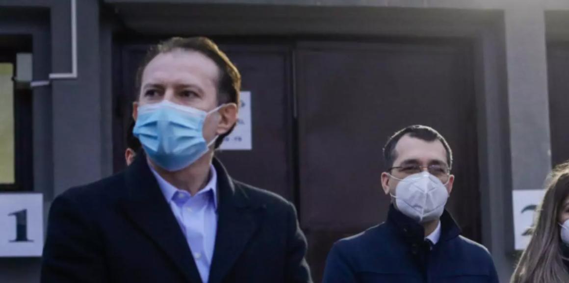 """În războiul cu """"teroriștii"""" pandemiei, Cîțu dă milităria jos din pod. Cere prefecților să taie în carne vie cu adepții lui Șoșoacă"""