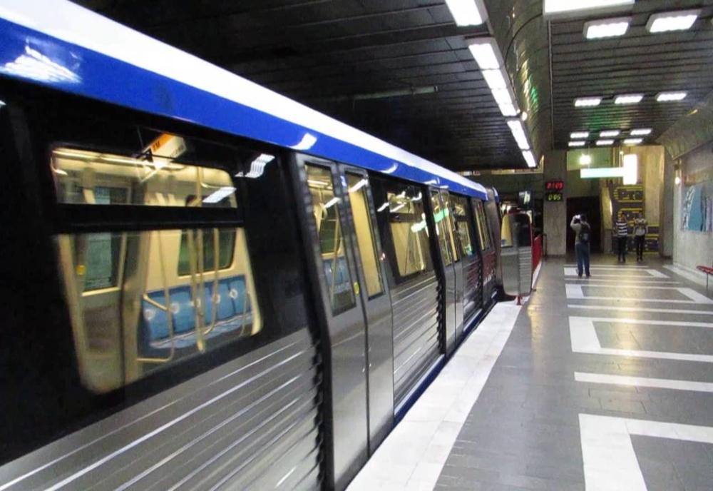 Tânăr recalcitrant, imoblizat de agenții de pază de la metrou pentru că nu purta masca de protecție