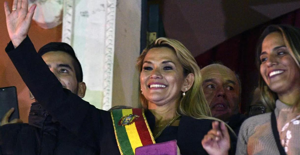 """""""Elena Udrea"""" a Boliviei, arestată la un an și jumătate după fuga dictatorului Morales. Cum se întoarce roata în America Latină!"""