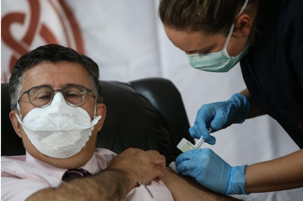 E suficientă doar o doză de vaccin Pfizer sau AstraZeneca? Situația din Coreea de Sud la populația peste 60 de ani