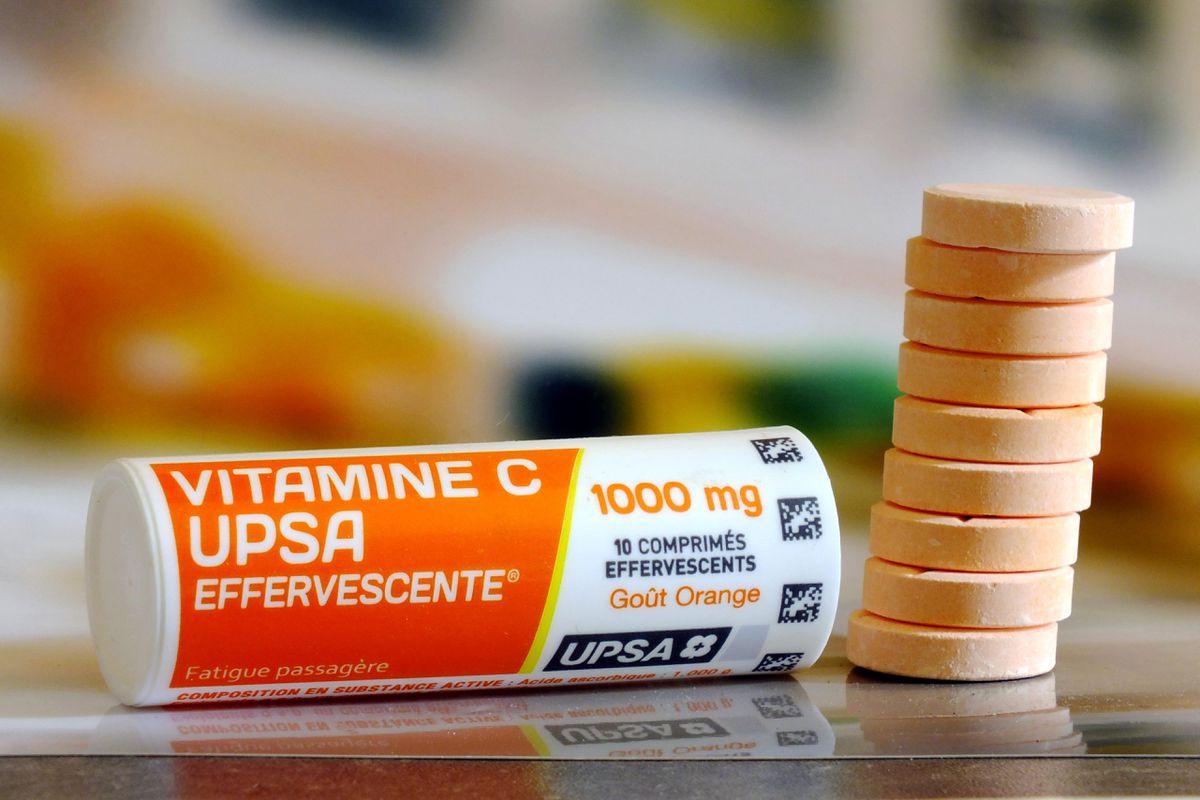 Chiar ajută vitamina C bolnavii COVID? Rezultatele primului studiu științific