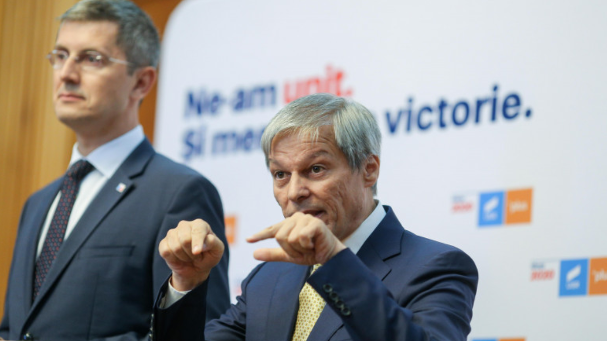 SONDAJ. Ce ar trebui să facă USRPLUS după ce premierul Cîțu l-a demis pe Vlad Voiculescu?
