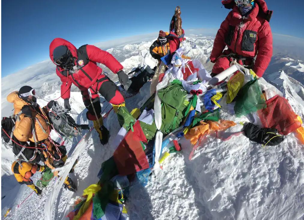 Washington Post: Coronavirusul a ajuns și în cel înalt loc de pe planetă – Everest!