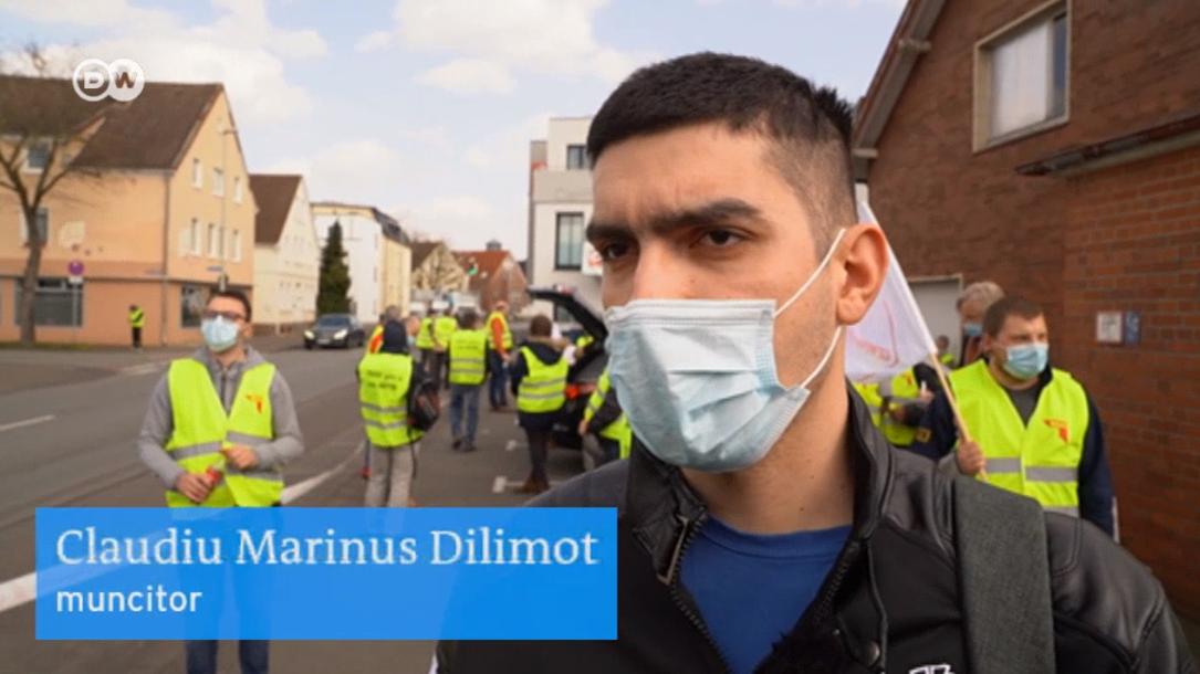 """""""Ridici 10 tone pe zi și la sfârșitul lunii iei 800 de euro"""". Muncitorii români din Germania nu renunță la proteste"""