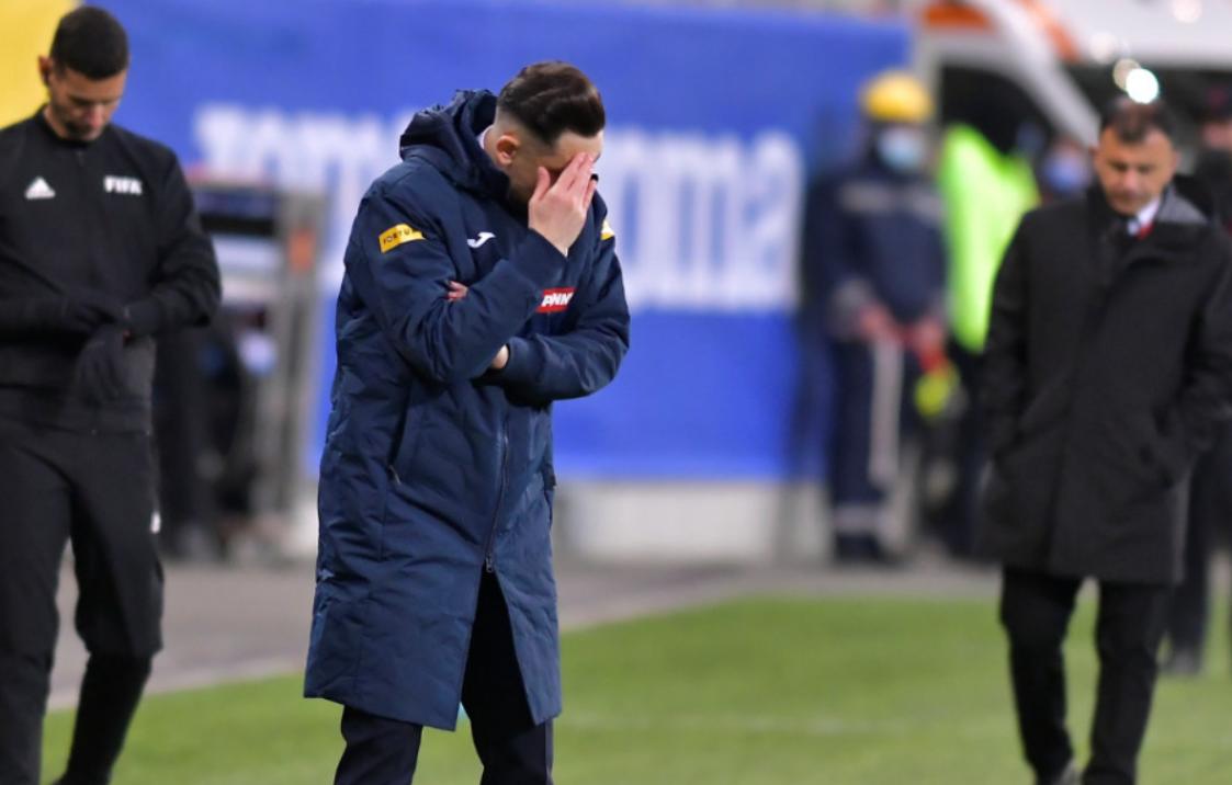 SONDAJ. Ce ar trebui să facă selecționerul echipei naționale de fotbal după eșecul din Armenia?