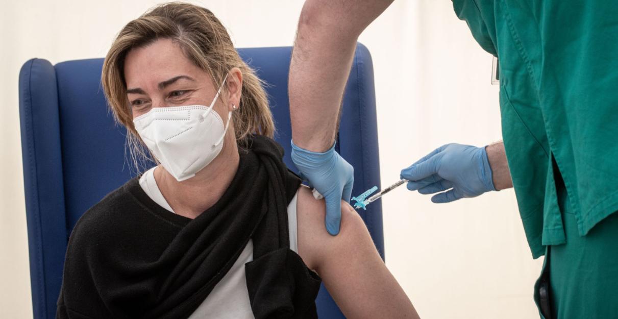 La cât timp obțineți imunitate cu fiecare dintre cele 4 vaccinuri anti-COVID aprobate în UE