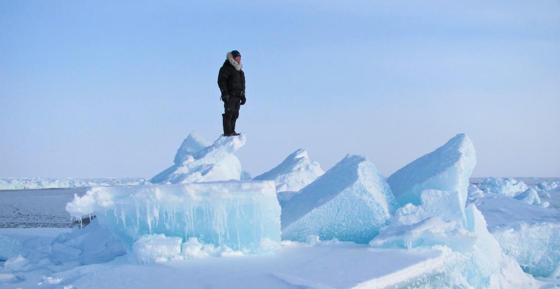 STUDIU. Coloanele de apă caldă care ajung sub Polul Nord topesc gheața arctică de jos în sus