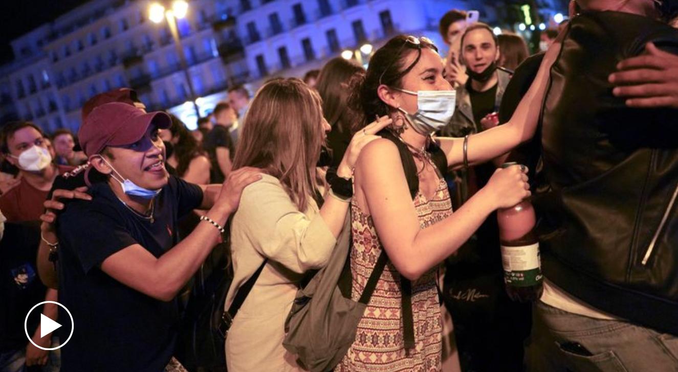 """""""Revelion"""" pe străzile din Spania: fieste și explozie de bucurie după terminarea stării de alarmă"""