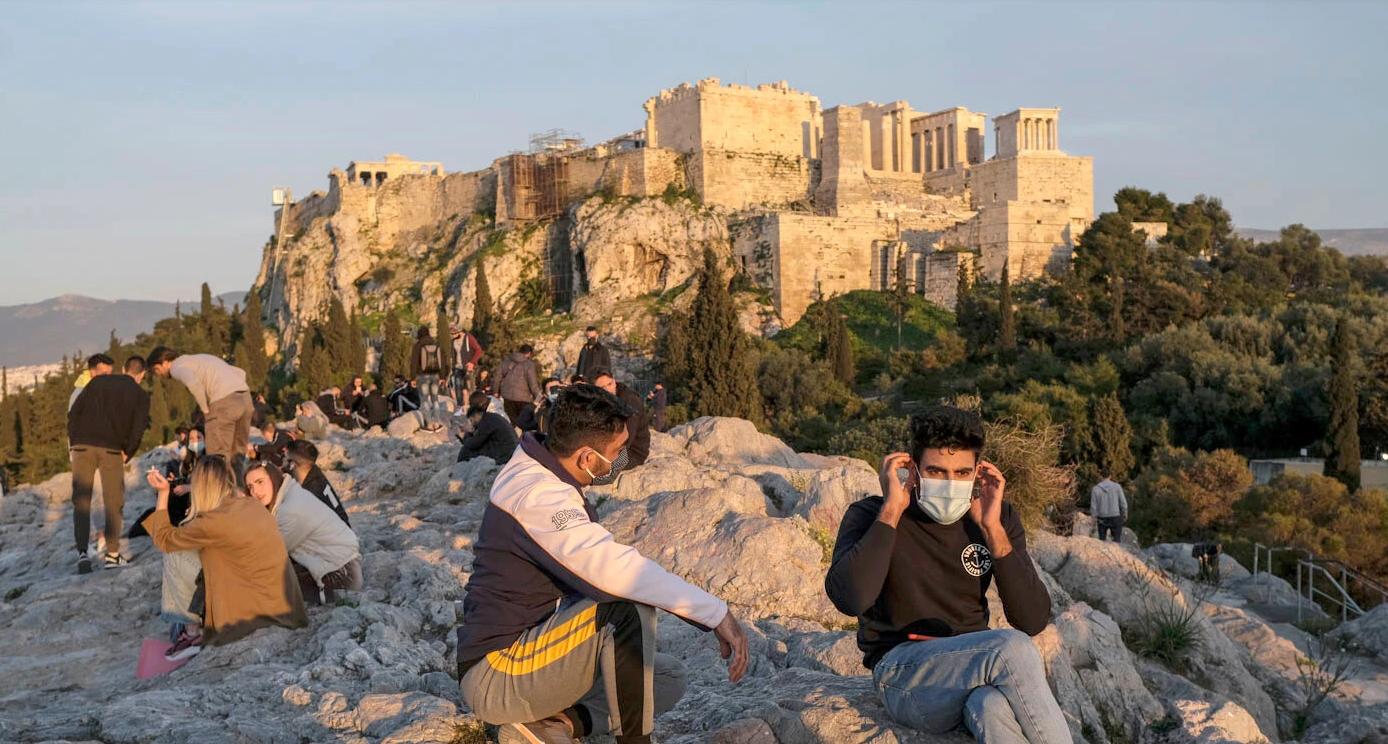 Grecia le oferă tinerilor un card cu 150 de euro de cheltuială ca să se vaccineze