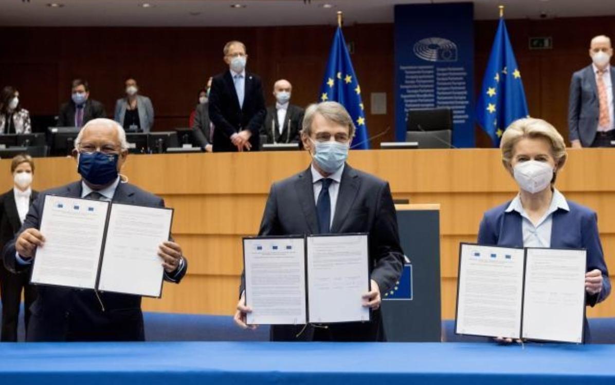 Novavax anunță eficacitate de peste 90% a vaccinului său, iar UE dă verde certificatului COVID