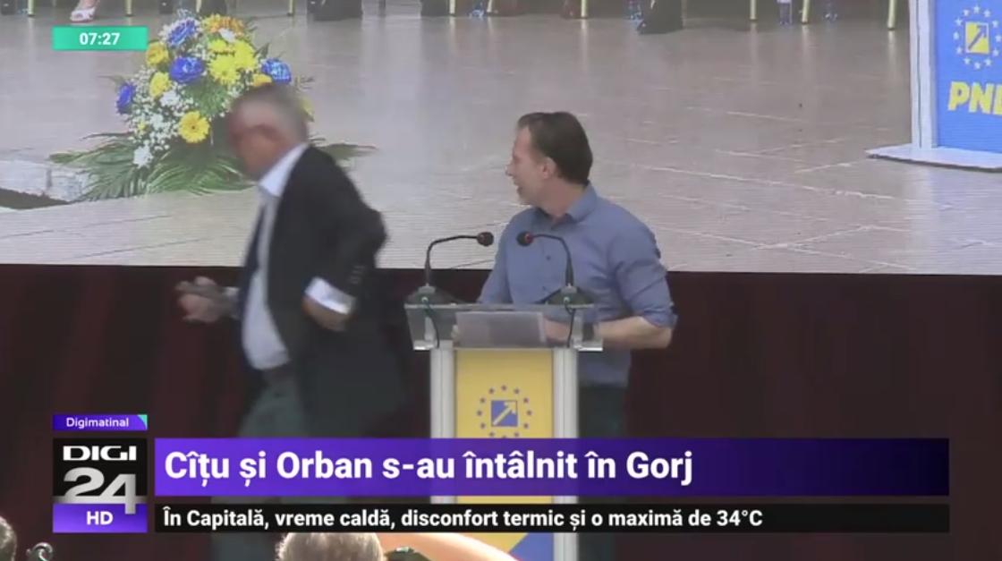 """VIDEO. Momentul în care """"porumbelul păcii"""" e scos de pe scena unde căzuse între Cîțu și Orban"""