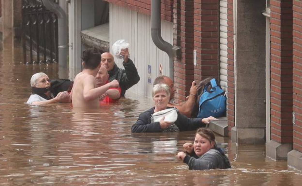 """""""Cea mai gravă catastrofă naturală din istoria Germaniei"""". Apocalipsa meteo, în direct"""