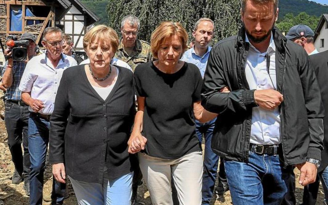 """Merkel declanșează războiul pentru stoparea catastrofei climatice de pe Terra: """"Trebuie să fim rapizi"""""""