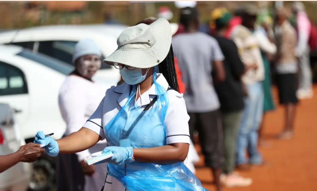 Se extinde rapid în Africa de Sud o nouă tulpină, cu mutații multiple, a coronavirusului