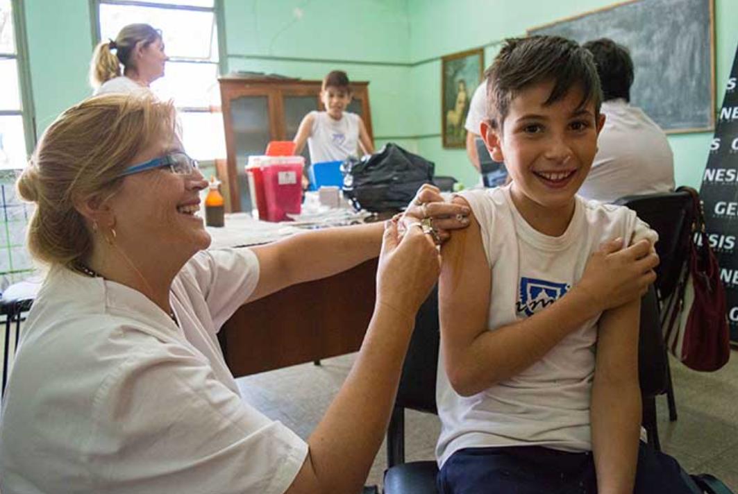 Și Palestina ne-a luat fața! Încep campaniile de vaccinare în școli, ce vor face părinții din România?
